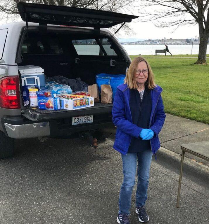 Faithful SPiN volunteer Laurel Fagan unloads sack lunch goods on our first day at Flintstone Park.